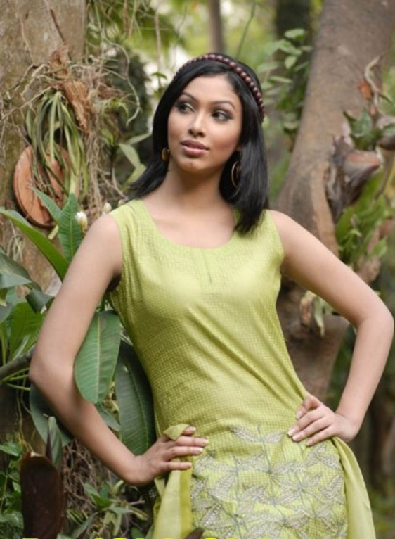 Model Nabila Karim